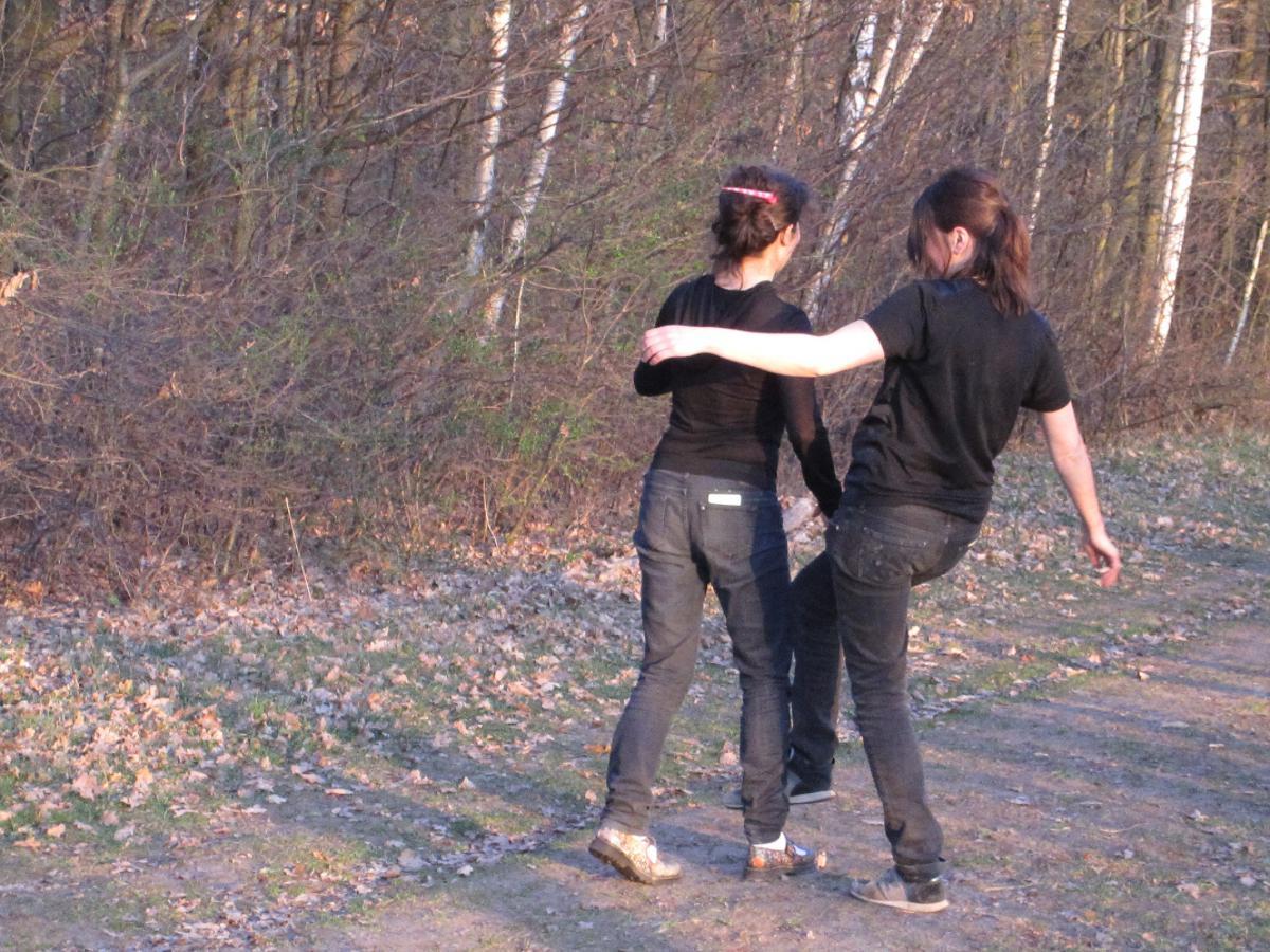 Walking Exercise 4 (Stumble Walk) - Photo by Jost von Harleßem